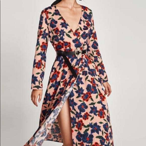 5562c566 Zara floral print midi dress. M_5a70104d331627bf33268de7